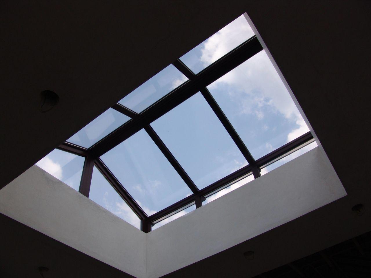 Iluminacion natural en tu casa con los tragaluces o for Ventana en el techo